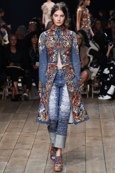джинсы 2019 года, модные тенденции в тканях, фото