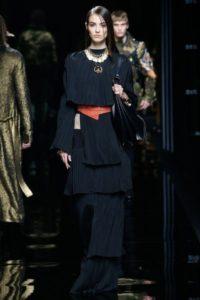 Женская коллекция Balmain pre-fall 2017, показ на Неделе моды в Париже