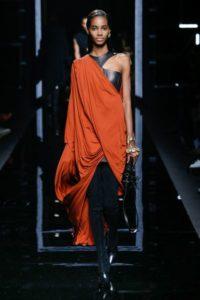 Показ женской коллекции Balmain pre-fall 2017 на Неделе моды в Париже