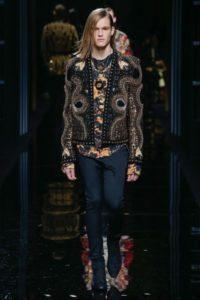 Показ коллекции Balmain на Неделе моды в Париже, 2017 год
