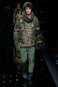 Показ мужской коллекции Balmain в стиле милитари на парижской Неделе моды, 2017