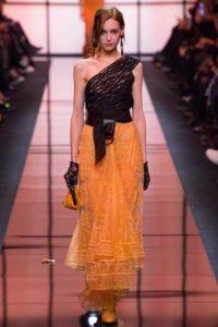 Показ итальянского дизайнера Джорджо Армани на Неделе моды в Париже