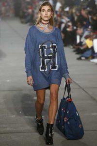 Хейли Болдуин на показе Tommy Hilfiger в Лос-Анджелесе