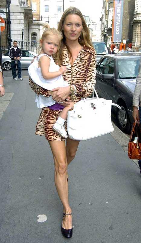 Кейт Мосс на улице