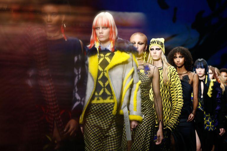 коллекция Versace осень-зима 2017 2018, показ на Неделе моды в Милане