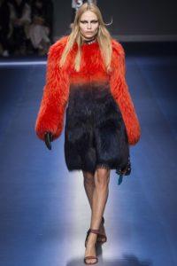 Наташа Поли на показе Versace