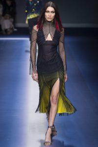 Белла Хадид, показ Версаче на Неделе моды в Милане