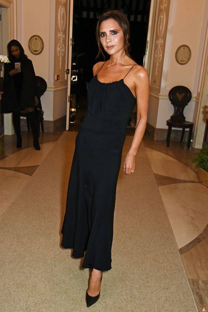 черное платье виктории бекхэм