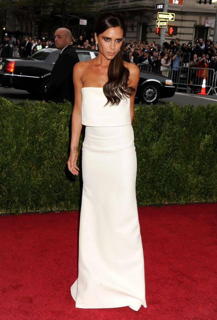 белое платье виктории бекхэм