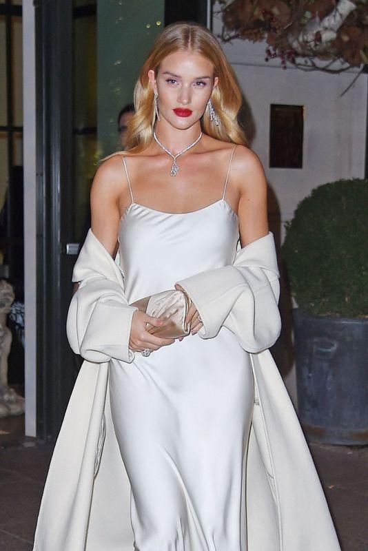 роузи хантингтон уайтли в вечернем платье