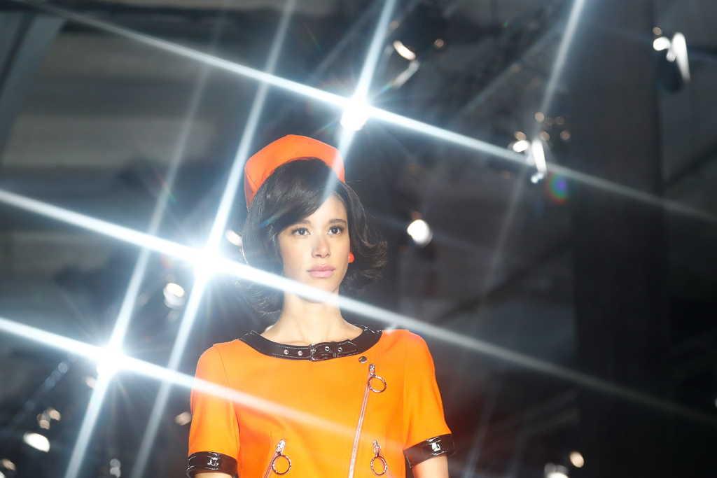 b3cd60dab73 Коллекция Moschino осень 2018 зима 2019 была представлена в первый день Недели  моды в Милане. Дизайнер Джереми Скотт посвятил новую колллекцию Жаклин ...