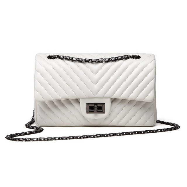 Белая сумка в стиле Шанель