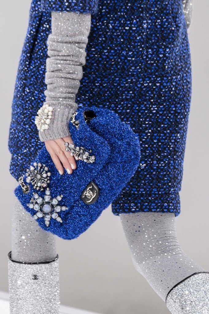 синяя сумка шанель
