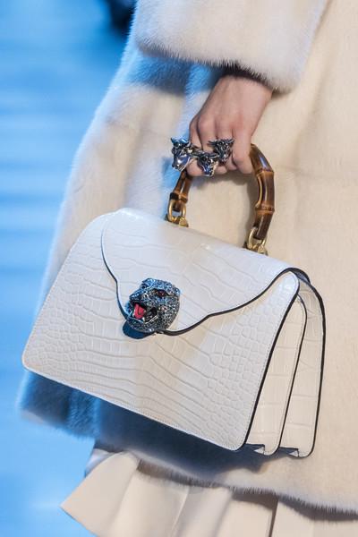 Белая сумка Гуччи, фото