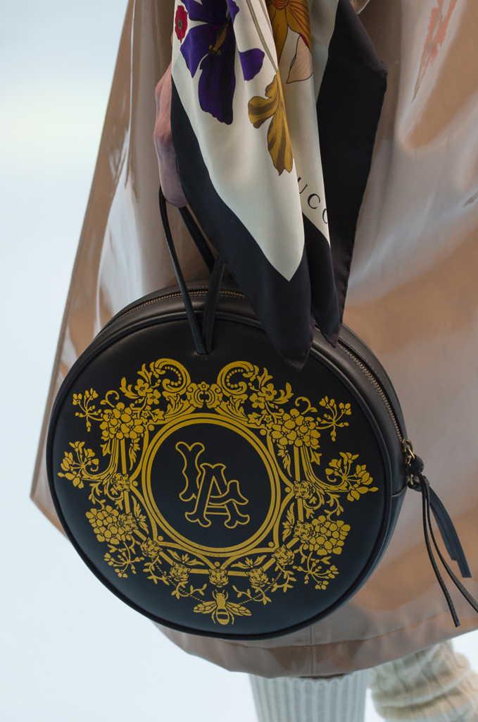 черная круглая сумка Гуччи