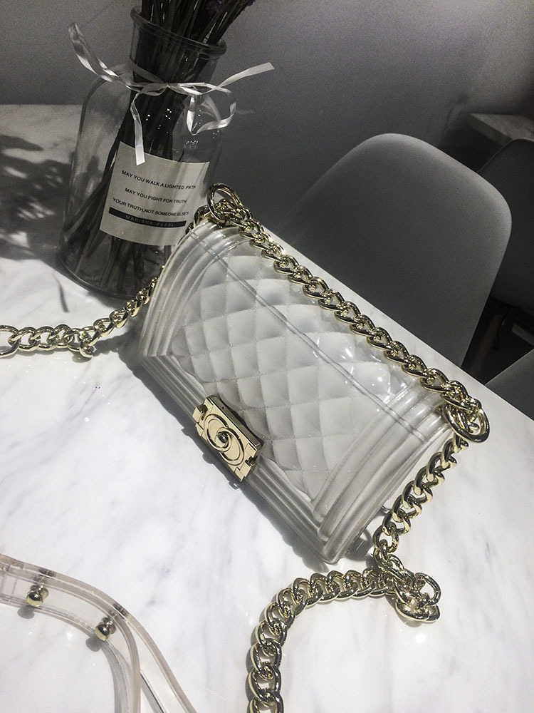 Наплечная сумка в стиле Шанель