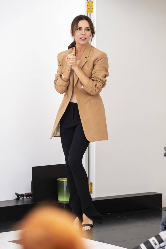 Коллекция Victoria Beckham весна-лето 2019: юбилейный показ на Неделе моды в Лондоне