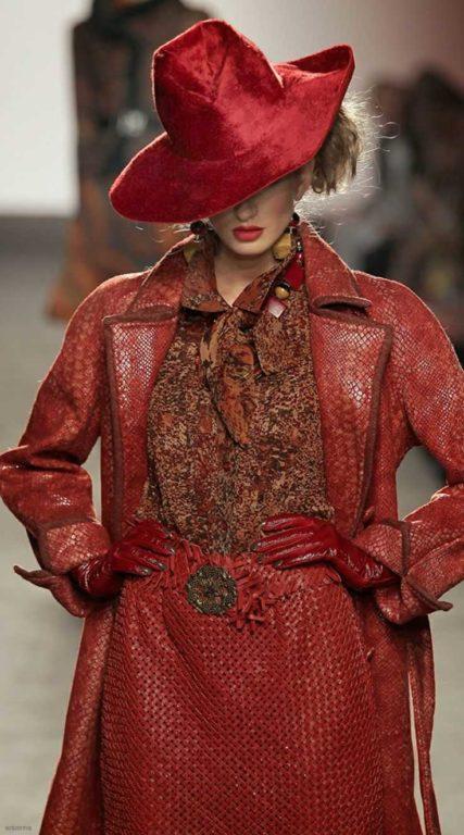 Как носить широкополую шляпу женщине
