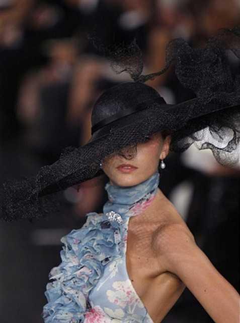 Как носить шляпу с широкими полями, фото