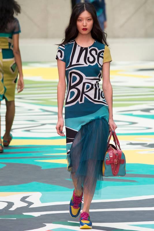 с какой сумкой носить платье в спортивном стиле